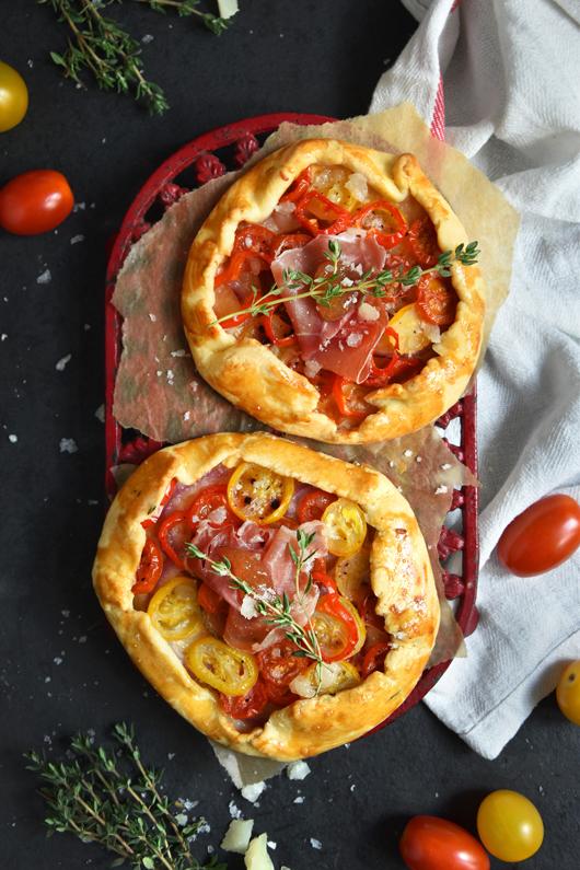 So schmeckt der Sommer: Tarte Rustique mit Tomaten, Jamón Serrano und Queso Manchego Viejo