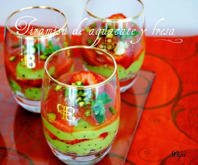 receta-de-tiramisu-de-aguacate-y-fresa