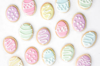 Decorate sugar cookies for Easter