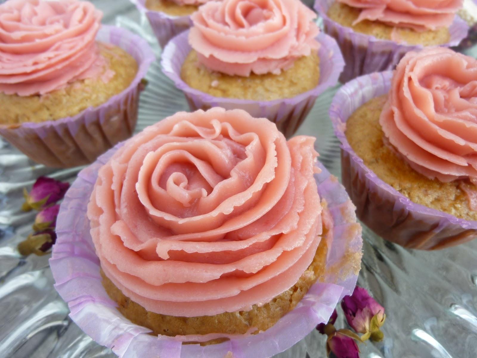 gl cksk che zitronen cupcakes rezept mit leckerem himbeer frosting. Black Bedroom Furniture Sets. Home Design Ideas