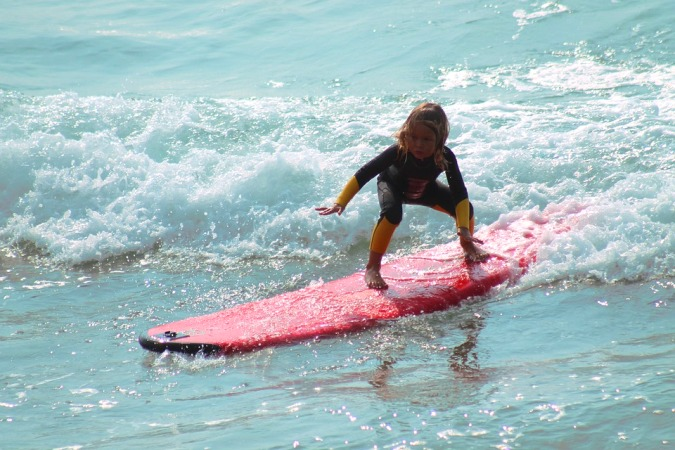 beneficios del surf en los niños - campamentos de surf