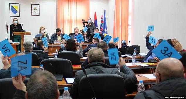 The Municipal Assembly of Srebrenica adopted a Resolution on the suffering and crimes against the Serbian people of Srebrenica in the 20th century. #Srebrenica #Genocid #Srbi #Rezolucija #Kosovo #Metohija #KMnovine #vesti  #RTS #Kosovoonline #TANJUG #TVMost #RTVKIM #KancelarijazaKiM #Kossev