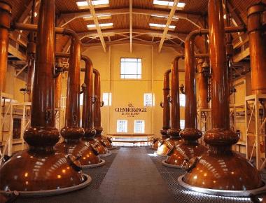 Colunas de destilação usadas na produção de uísque