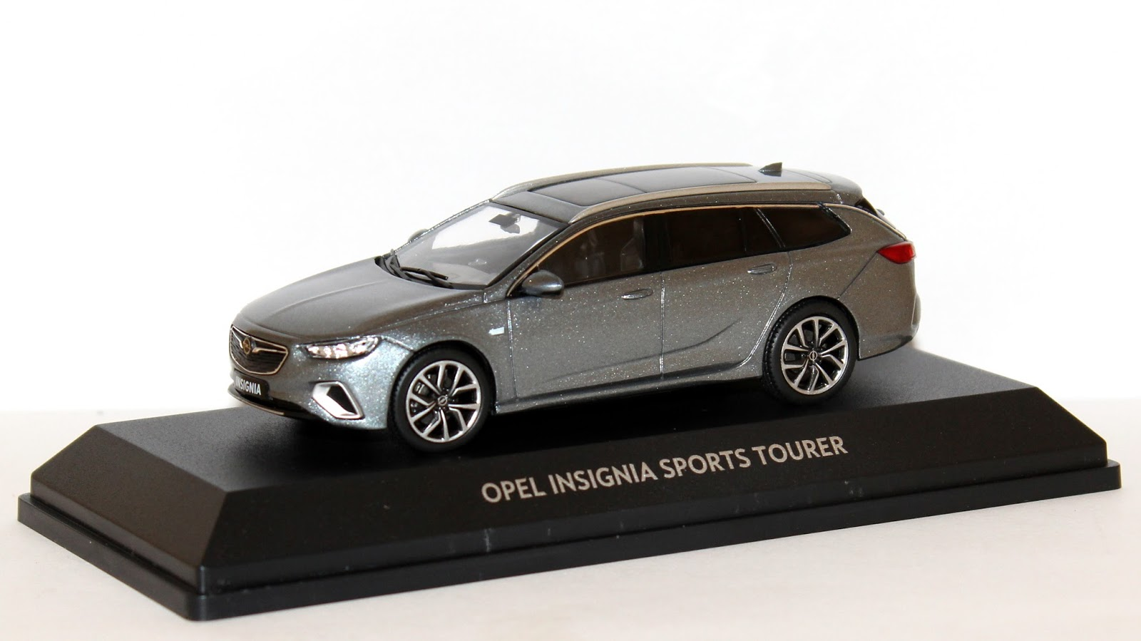 miniaturas opel opel insignia b sports tourer 2017. Black Bedroom Furniture Sets. Home Design Ideas