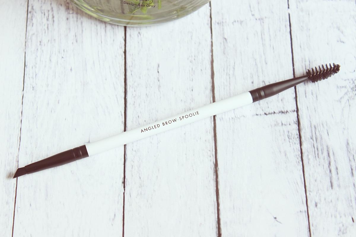 Podwójny pędzelek do brwi (Angled Brow-Spoolie Brush) COSTASY LILY LOLO