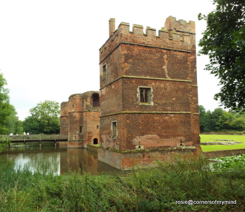 i always used to think of tattershall castle in lincolnshire with those words but kirby muxloe is most definitely a red brick castle too