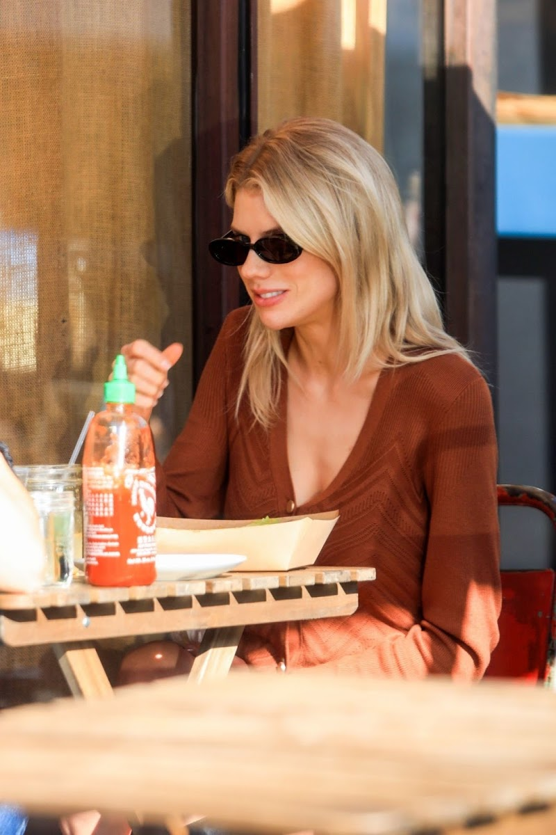 Charlotte McKinney Clicked Outside for Lunch in Los Angeles 12 Dec-2019