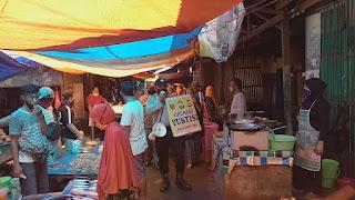 Bhabinkamtibmas Tabaringan Imbau Warga di Pasar Cidu Terapkan Protokol Kesehatan