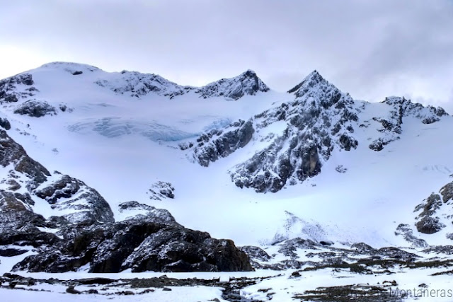 Vistas al Glaciar de Vinciguerra desde la Laguna de los Témpanos en Ushuaia, Argentina.