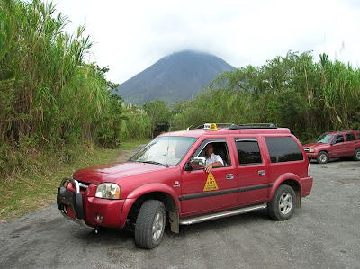 Taxista en Parque Arenal,La Fortuna, Costa Rica, vuelta al mundo, round the world, La vuelta al mundo de Asun y Ricardo, mundoporlibre.com