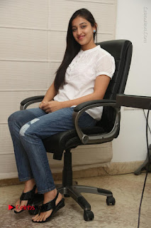 Tollywood Telugu Actress Mouryaani Latest Stills in Ripped Jeans at Intlo Deyyam Nakem Bhayam Movie Interview  0070.JPG