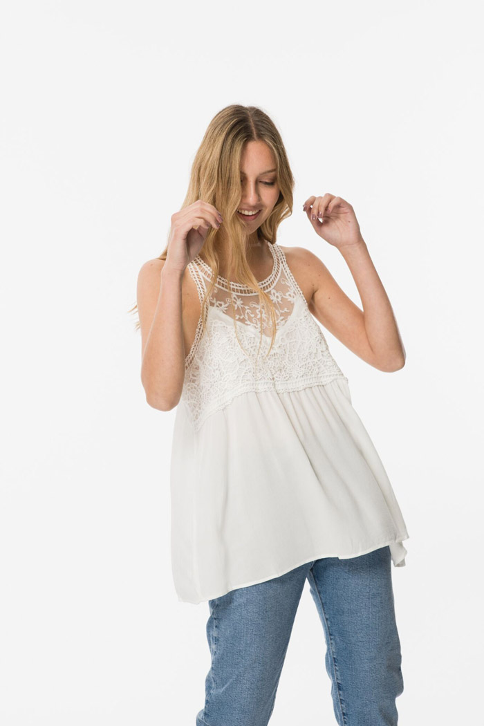 Blusa blanca bordada Wanama. Moda mujer 2020 blusas de moda 2020.