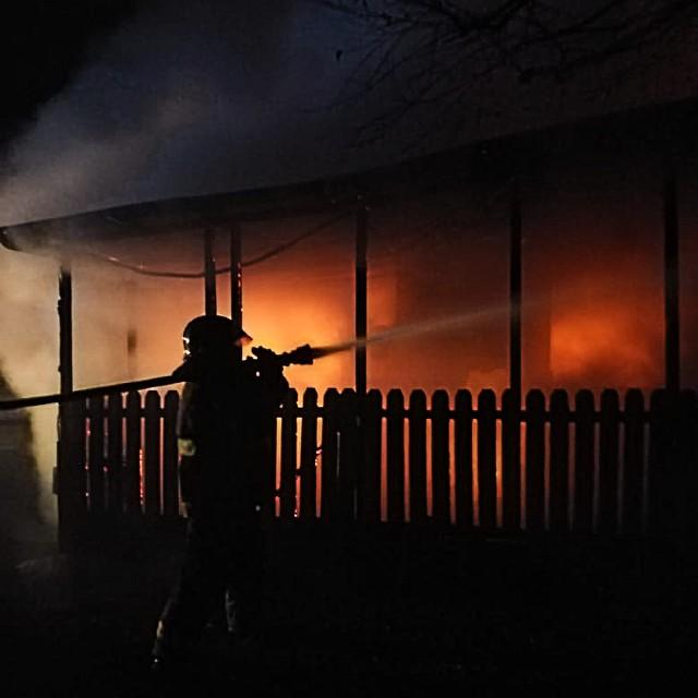 Incendio destruye hogar de adultos mayores en Cayurruca