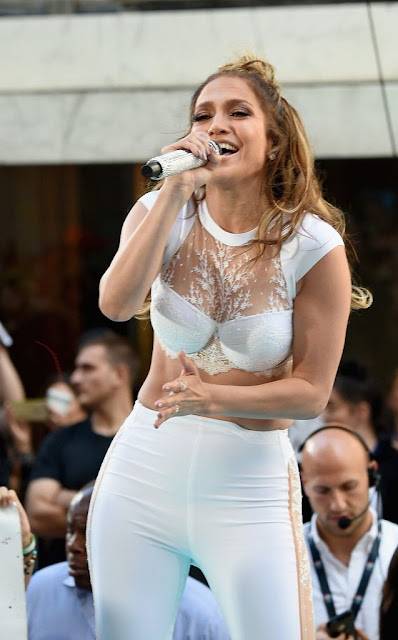 Jennifer Lopez Instagram Pics Showing Amazing Hips
