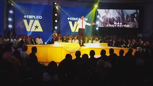 Navarro Pone a disposición del presidente cargo como Ministro; Lanza candidatura