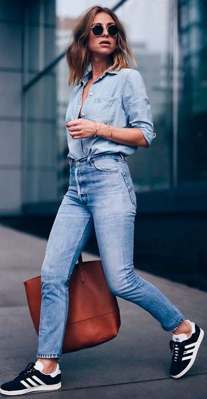 what to wear with a denim shirt : bag + skinny jeans + sneakers
