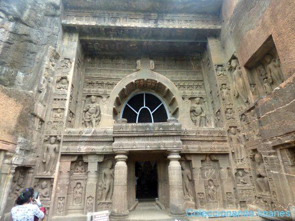 Fachada decorada en la cueva número 19 de Ajanta