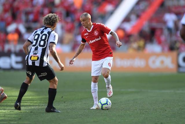 D'Ale ainda não renovou contrato (Foto: Ricardo Duarte / Inter)