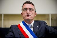 Le sénateur RN de Marseille Stéphane Ravier a protesté après que le quotidien La Provence a publié une photo d'une procession du 15 août, sur laquelle son visage, et uniquement le sien, a été flouté.
