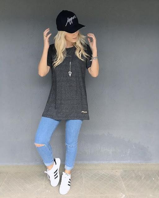 É muito importante escolher os looks certos para tirar as fotos tumblr, pois a roupa faz toda a diferença na foto e pode deixar a foto ainda mais linda. Combinar cenários, make, acessórios e look, é o que faz uma foto tumblr ser muito vista na internet. As roupas mais utilizadas são calças jeans, shorts jeans, casacos moletons, calças moletons. Vem conferir essas ideias de looks.