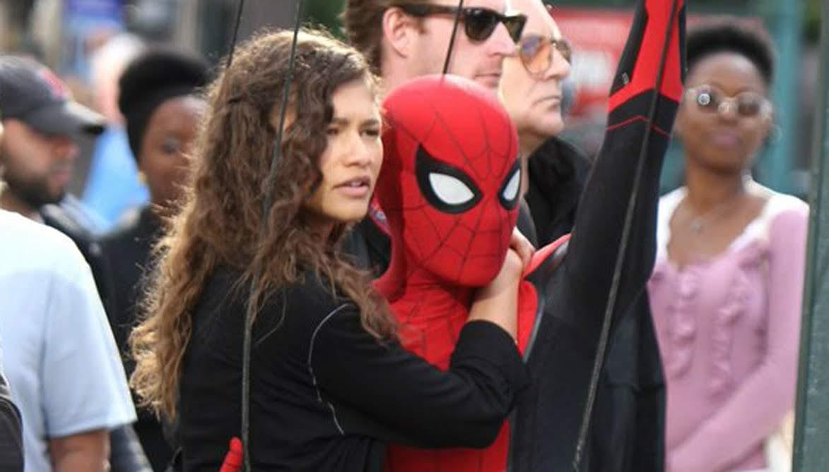 Spider-Man: Far from Home - Pre-Vis vs Final : マーベルの大ヒット作「スパイダーマン : ファー・フロム・ホーム」のエピローグのプリビズと完成した映画とを観比べてください ! !