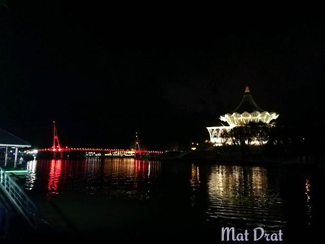 Jambatan Hana Kuching Tempat Menarik Percutian ke Kuching