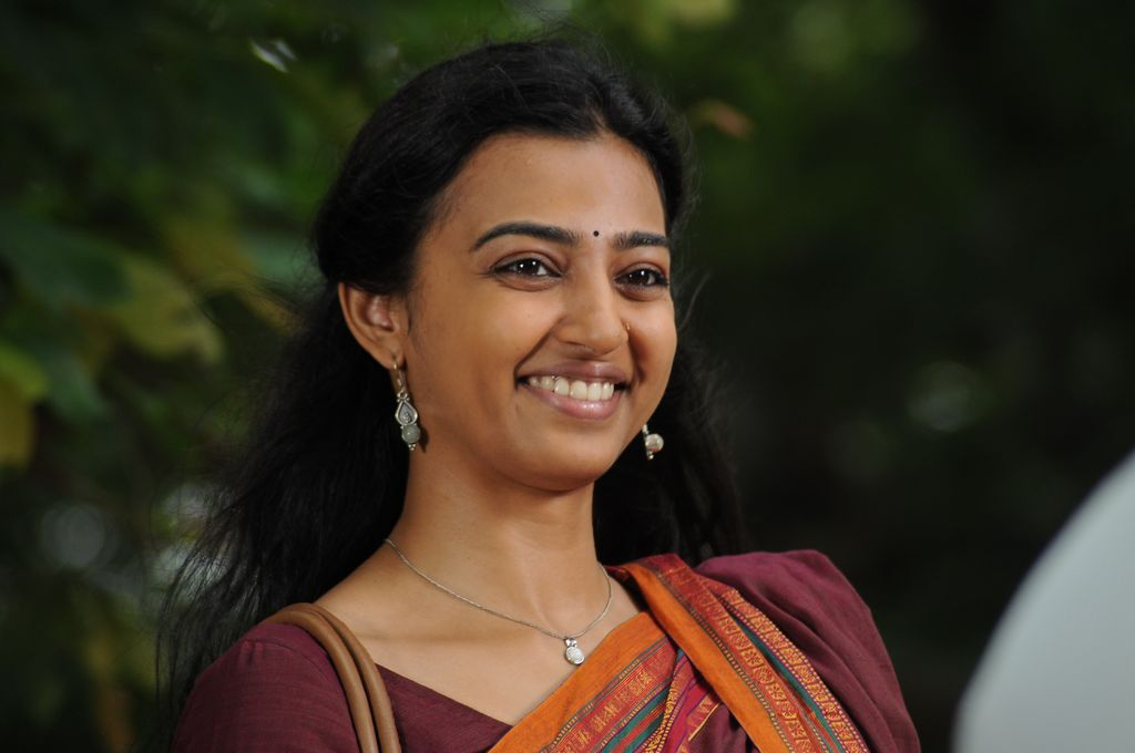 Radhika Apte New Stills In Dhoni Movie ~Telugu Cinema News