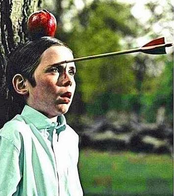 Wilhelm Tell Lustige Bilder Apfel vom Kopf schießen - dumme Fotos