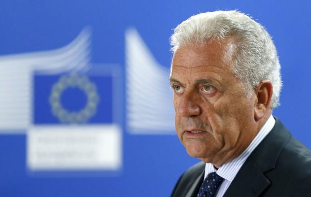 """Ο Αβραμόπουλος προαναγγέλλει δημιουργία ευρωπαϊκού αστυνομικού σώματος για τους """"πρόσφυγες"""" με άλλα λογία θα σε κυνηγούν κολλώντας την ταμπέλα του φασίστα"""