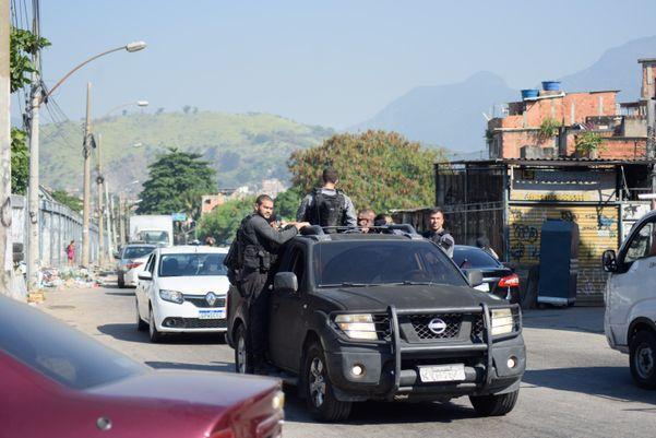Operação com tiroteio deixa 25 mortos e tem fuga de bandidos