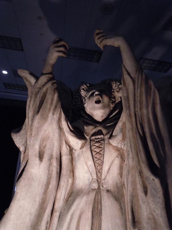 Winifred statue prop Hocus Pocus