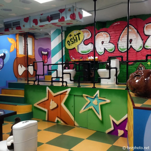 crazy toilet cafe
