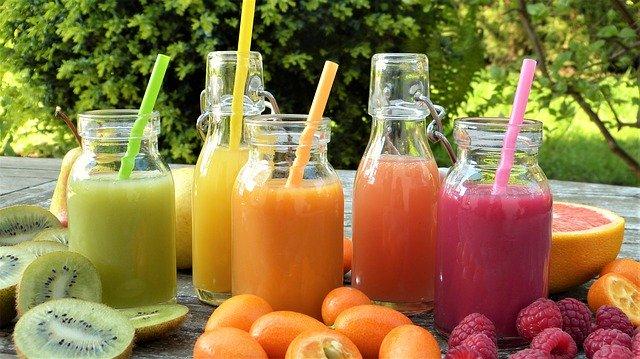 رجيم العصير هو اتجاه جديد في النظام الغذائي الذي يتبع طريقة عصر الخضار والفواكه وشرب العصائر كبديل أو مكمل لوجبة.