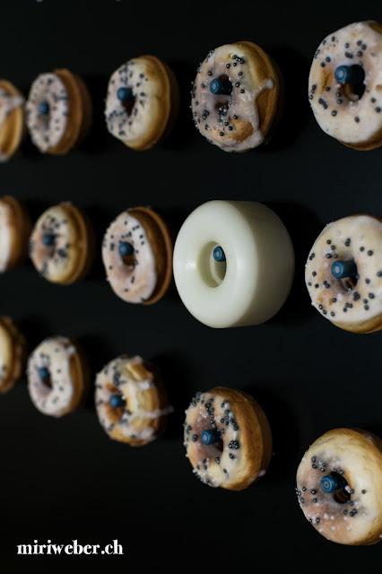 Donuts Wall, Donuts Wand, Mini Donuts, Donut Maker, Rezept, Dessert Buffet, DIY Donuts Wall, Donuts Wall einfach selber machen, Sweet Table, a donuts a day, all you need is love and maybe a donut, kreativ blog, schweiz, foodblog, blog, schweizer food blog, diy blog schweiz, geomag, magnet wand, skate schweiz