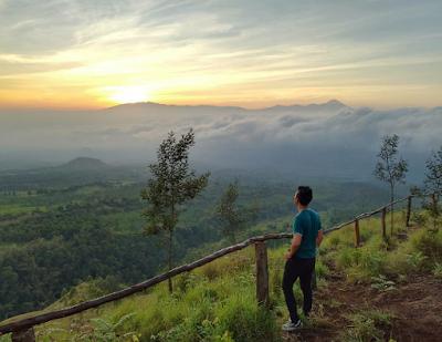 Budug Asu dalam suasana pagi hari menunggu terbitnya matahari. Foto oleh @herykuswandi