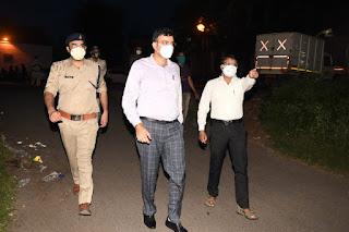 घटित हुई चेन स्नेचिंग की घटनाओं के घटना स्थल पर पहुंचे पुलिस अधीक्षक जबलपुर