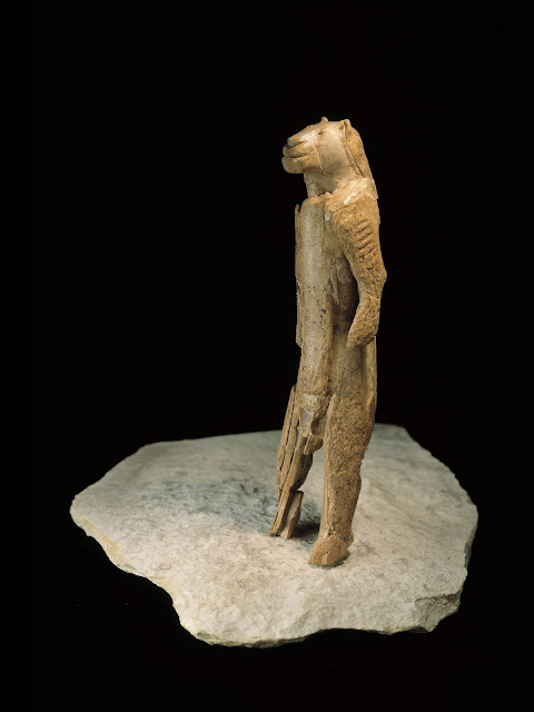 Recursive language and modern imagination were acquired simultaneously 70,000 years ago