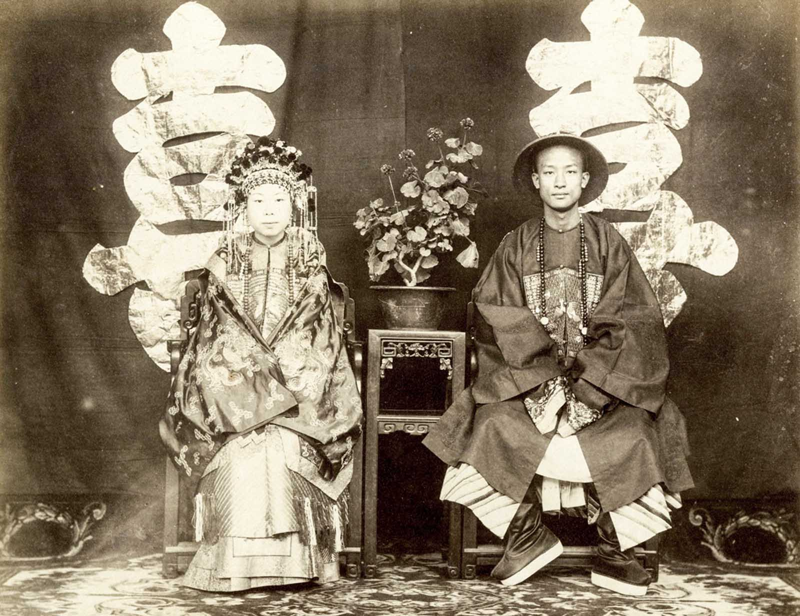 The wedding portrait of Zeng Jifen and Nie ji Gui, who were only recently  identified. The bride is the daughter of Marquis Zeng Guofan, a  high-ranking ...