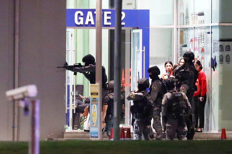 Los enigmáticos mensajes del soldado tailandés que abrió fuego en un centro comercial