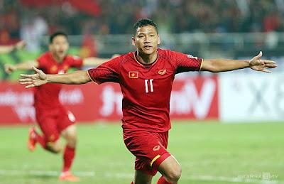Tiền đạo Đức Eto trong màu áo đội tuyển Việt Nam