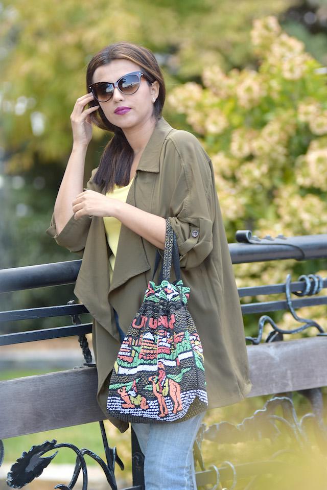 Wearing: Trench Coat/Gabardina: Choies Yellow blouse/Blusa: LightInTheBox Jeans/Vaqueros: Apple Jeans Shoes/Zapatos: Qupid