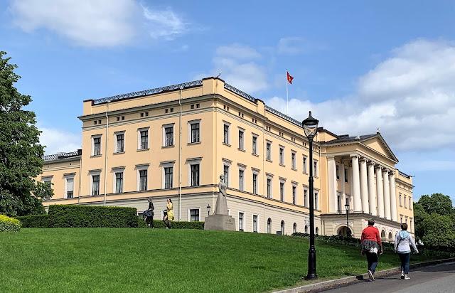 Slottsparken - en oase i hovedstaden vår, Oslo. Slottet   IMG_0202 (2)-min
