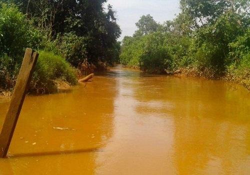Dugaan Nelayaan asal tercemarnya air sungai di Sungai Satui, Jumat (31/1/2020)    Artikel ini telah tayang di banjarmasinpost.co.id dengan judul Tiga Bulan, Sungai Satui Tanahbumbu Sudah 4 Kali Tercemar Limbah, Anakan Ikan dan Udang Mati