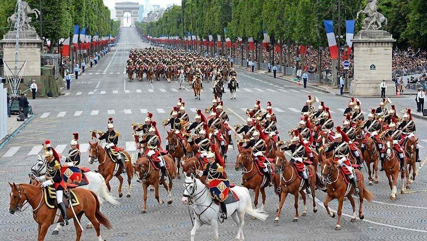 A França jamais teve tanta necessidade de heróis.
