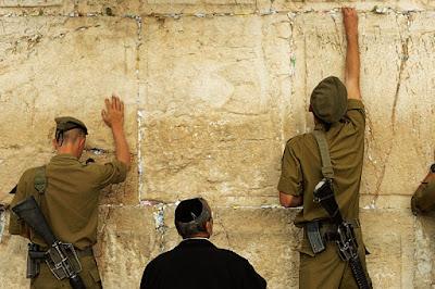 Hay una fantasía sobre Israel que es común, y es la noción de que Israel en general, y Jerusalem en particular, son lugares peligrosos de visitar. En la mente de muchos, el terrorismo está siempre presente y los recientes acuchillamientos de inocentes sólo han potenciado esta noción.