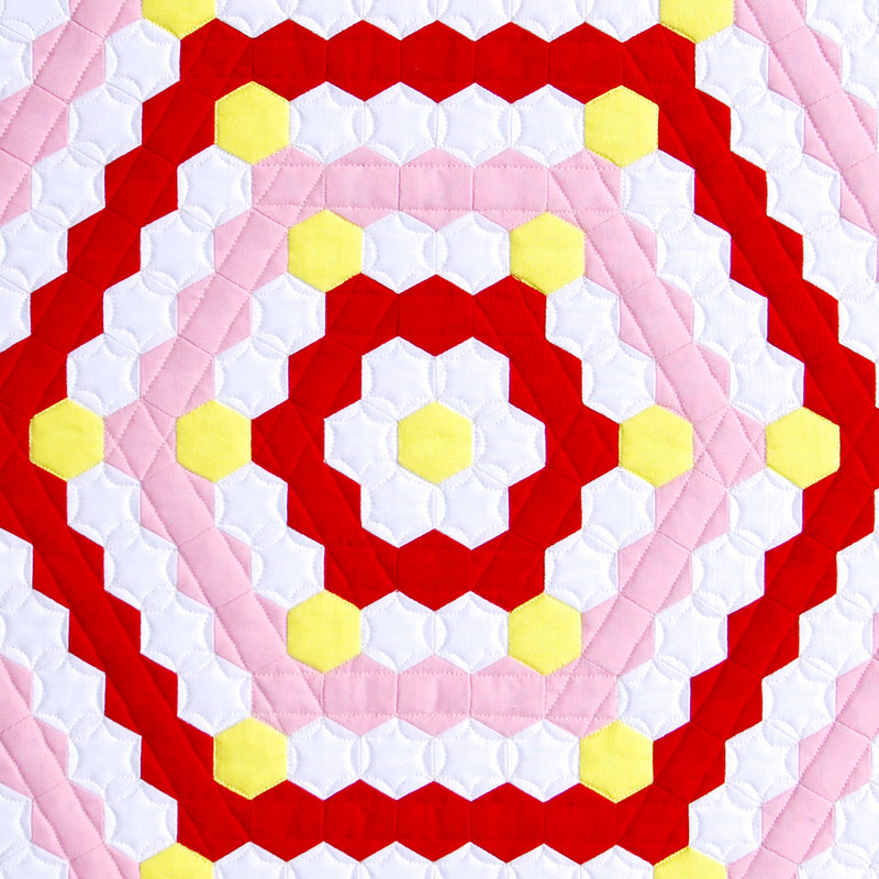 Robert Kaufman Kona Color of the Year - Highlight Hexagon Mini Quilt | © Red Pepper Quilts