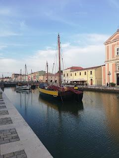 Antiche imbarcazioni al porto canale