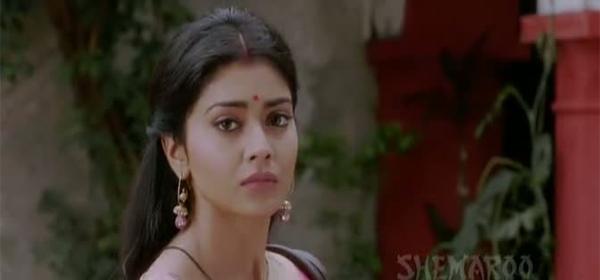 Screen Shot Of Hindi Movie Gali Gali Chor Hai 2012 300MB Short Size Download And Watch Online Free at worldofree.co
