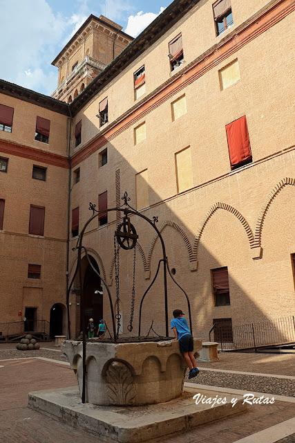 Patio interior del Castillo Estense de Ferrara