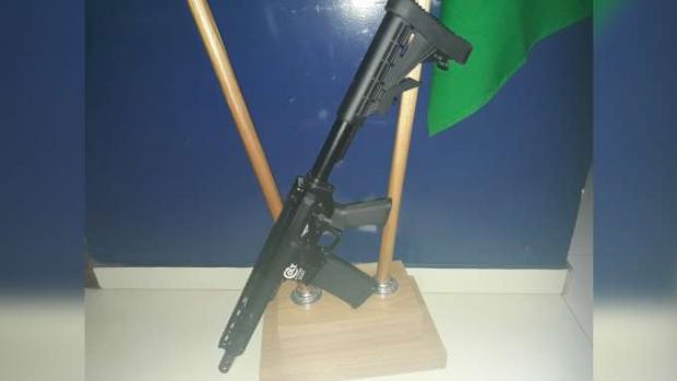 Santa Terezinha de Itaipu: PRF apreende arma longa desmontada e escondida em bolsa de mão